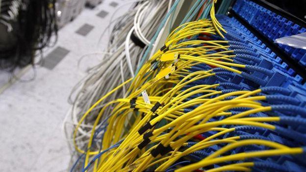 Cabos em centros de dados