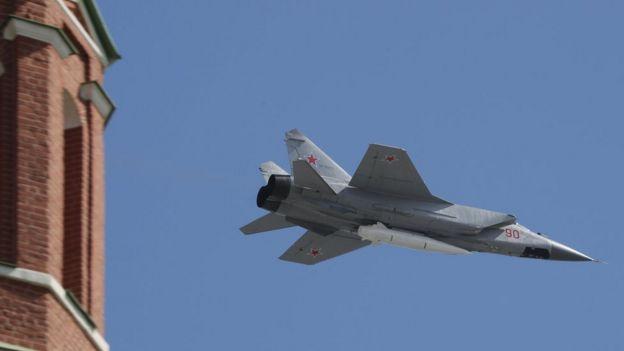 Un MiG-31K con un misil Kinzhal