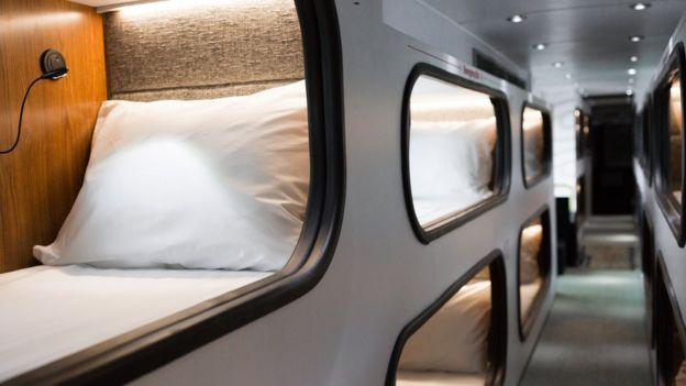 Autobús con cabinas para dormir durante el viaje