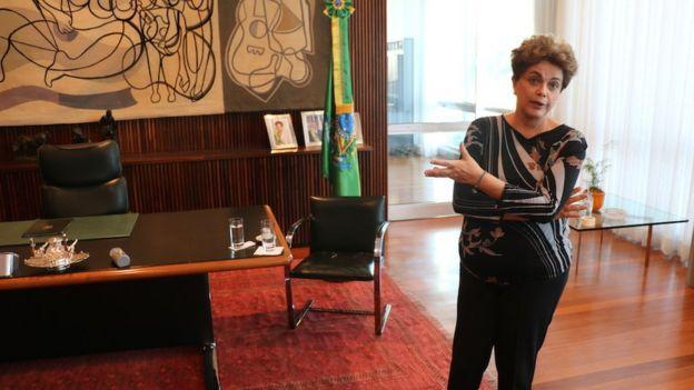 Dilma reconhece a dificuldade de aprovar um plebiscito sobre novas eleições, mas diz que é preciso
