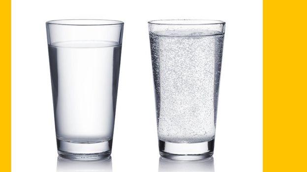 Água sem e com gás
