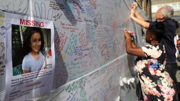 Mensajes de solidaridad cerca de la Torre Grenfell