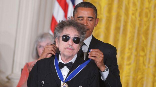 Bob Dylan with President Obama in 2012