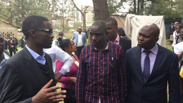 Mkurugenzi mkuu wa IEBC Ezra Chiloba (kushoto) akiwa katika chumba cha kuhifadhi maiti cha City