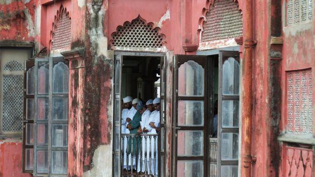 কলকাতার নাখোদা মসজিদে ঈদের জামাত