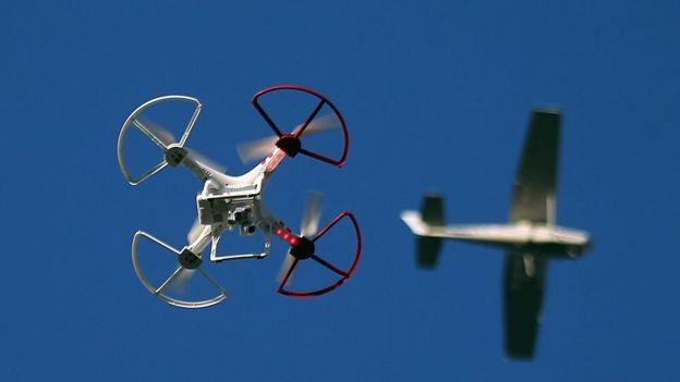 Drone e avião