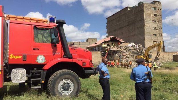 13 Haziran 2017'de Nairobi'de bir bina olay yerindeki kurtarma ekipleri çöktü