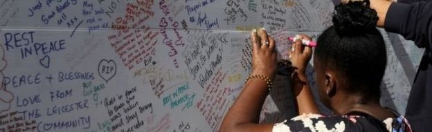 A woman writing a message of condolence