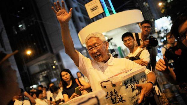 Joseph Zen, arcebispo emérito de Hong kong, em um protesto que exigia sufrágio universal na China