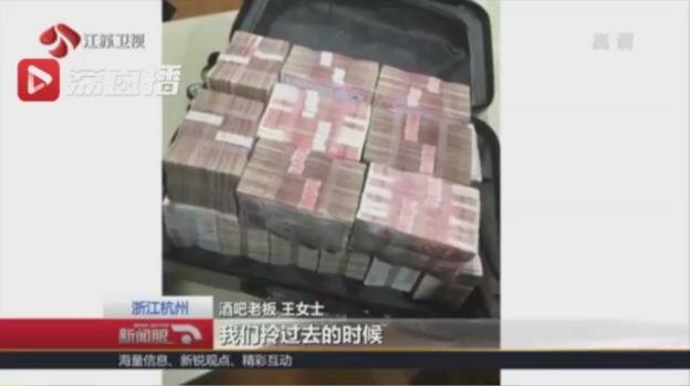 Місцеве телебачення показуло портфель з грошима