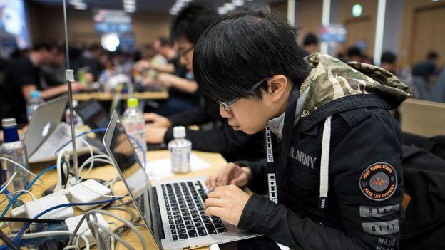 Хакер на соревновании хакеров в хакерском искусстве