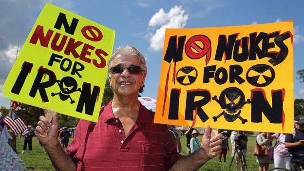 Partidarios del Tea Party protestando contra el acuerdo nuclear con Irán.