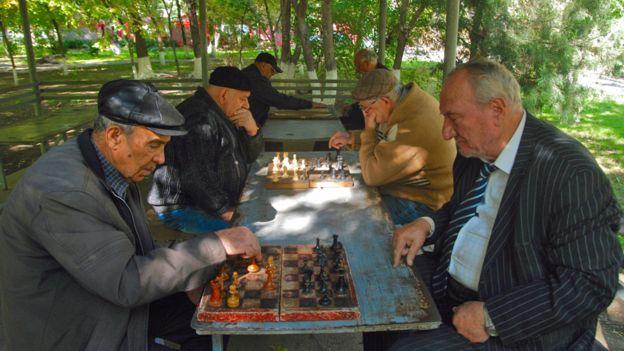 _100059896_976xold-men-playing-in-park.j
