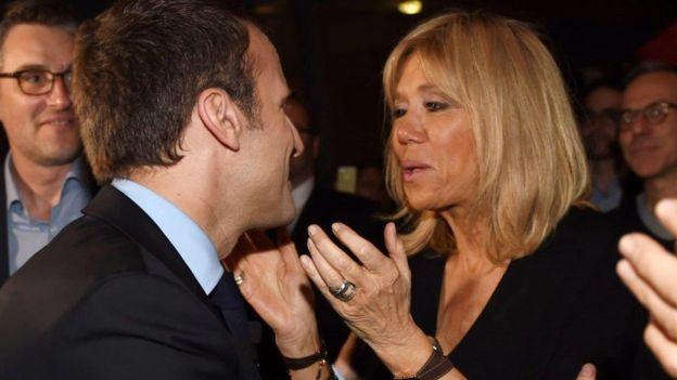 Cuộc tình của Emmanuel Macron và Brigitte Trogneux thu hút dư luận không chỉ ở Pháp