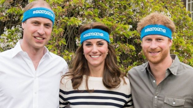 Prince Harry and the Duke and the Duchess of Cambridge encouraged the runners of the Heads Together organization in the London marathon in 2017.
