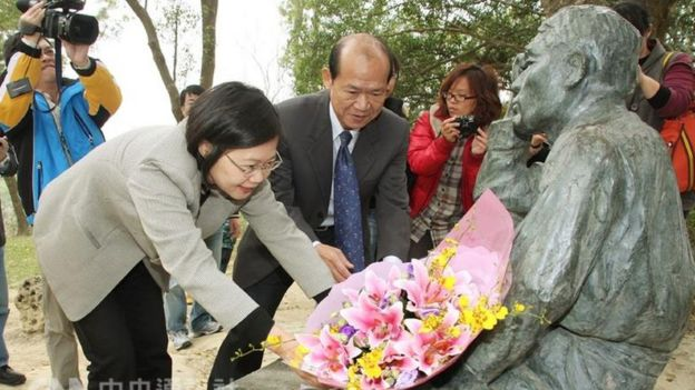 台灣總統蔡英文過去曾前往向八田與一銅像獻花致意