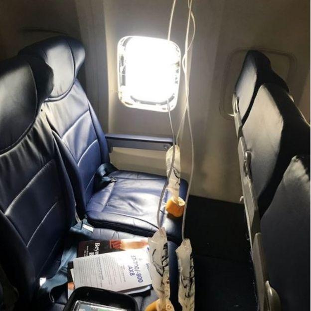 Взрыв был достаточно мощным, чтобы разбить окно самолета
