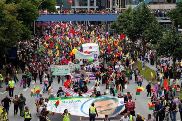 8 Temmuz'da Hamburg'da düzenlenen ve Abdullah Öcalan'ın özgürlüğünü talep eden yürüyüş