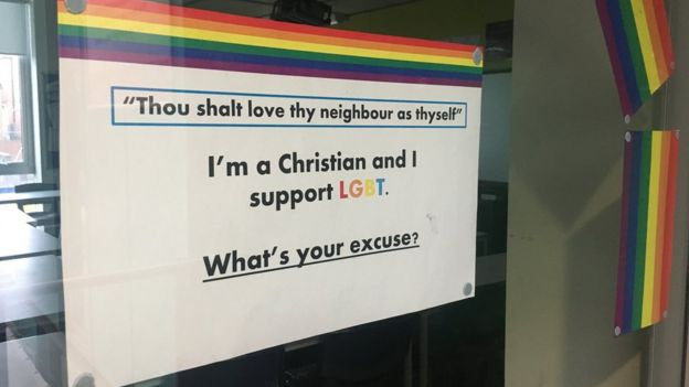 Cartaz em apoio ao movimento LGBT