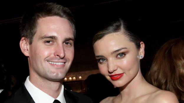 Evan Spiegel, retratado junto a su novia, la modelo Miranda Kerr, fundó Snapchat a los 26 años.