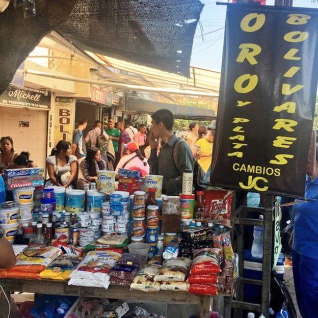 Venta callejera en Cúcuta. (Foto: Boris Miranda)