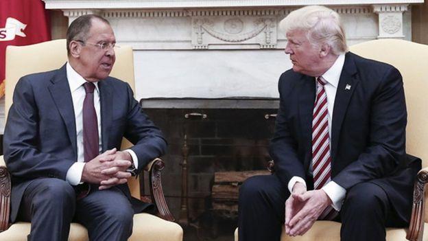 Lavrov e Trump conversam no Salão Oval
