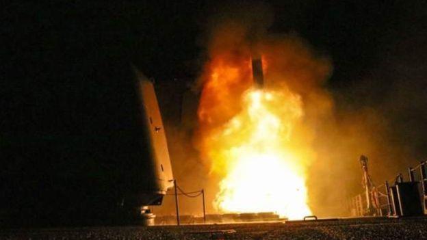 آمریکا میگوید که به همراه بریتانیا و فرانسه 'قلب برنامه تسلیحات شیمیایی' حکومت سوریه را هدف قرار داده و آن را 'فلج' کرده است