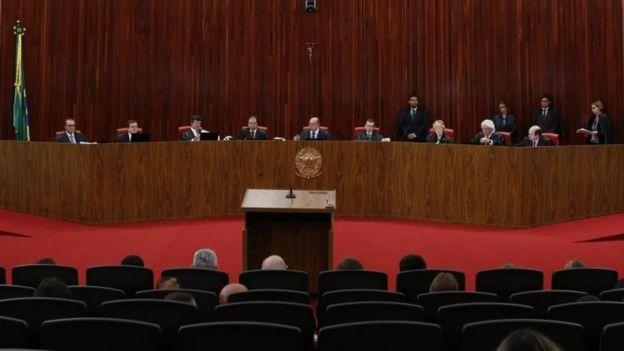 El Tribunal Supremo Electoral también absolvió a la expresidenta Dilma Rousseff.