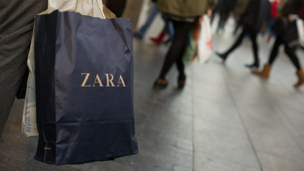 A bag of Zara in a shopping center in Madrid