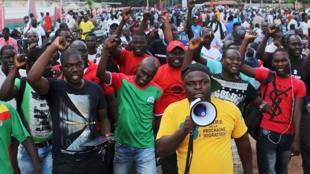 Protesters chant slogans against the presidential guard in Ouagadougou, Burkina Faso, September 16, 2015