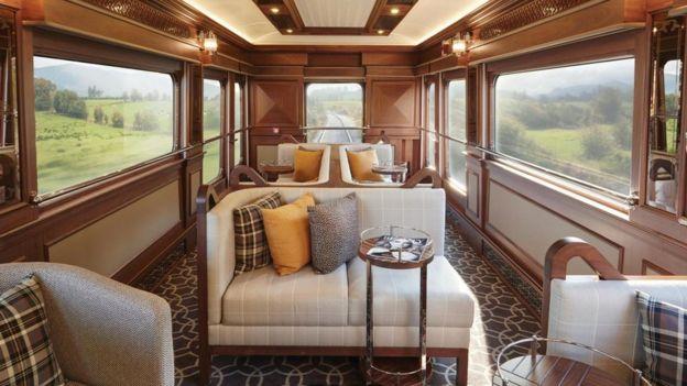 El interior del Belmond Grand Hibernian se inspira en la elegancia de los viejos Orient Express, pero a la vez moderno.