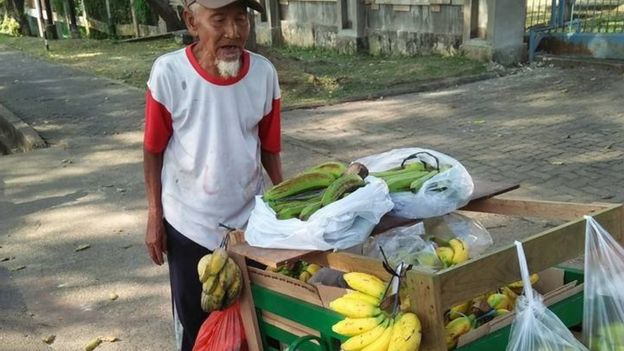 Indonesian banana-seller Suratman