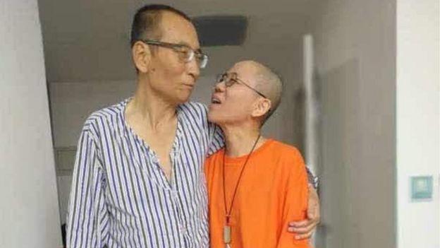 劉曉波(左)與妻子劉霞