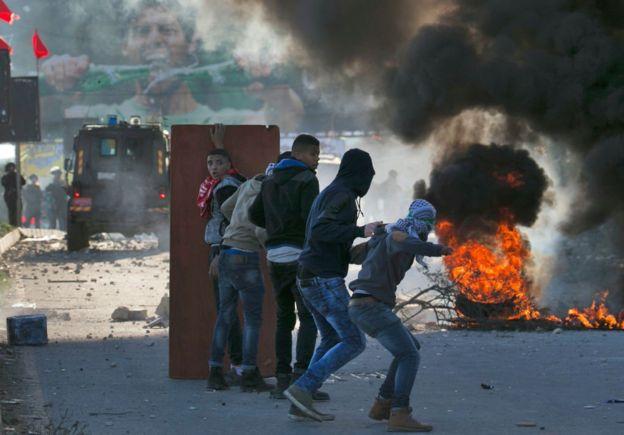 В результате столкновений пострадали более 200 демонстрантов