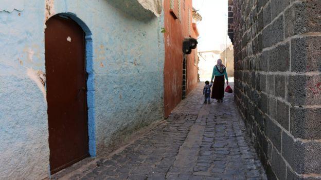 Sur'un diğer yakasında sokak
