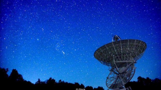 Chúng ta có nên vừa gửi tín hiệu vừa lắng nghe các tín hiệu truyền về?