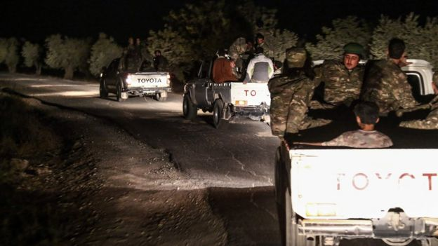 İdlib'e ilerleyen Suriyeli muhalifler