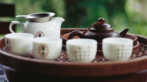 İngilizler çay setlerini Çin'den kopyalıyor, onların çay içme ritüellerini uyguluyordu.