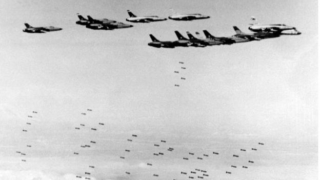 Bức ảnh ngày 8/2/1966 chụp phi cơ F105 Thunderchief của Quân lực Mỹ ném bom các mục tiêu chiến lược ở miền Bắc Việt Nam.