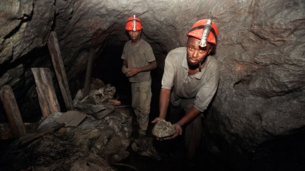 Trabalhadores na mina de Mererani