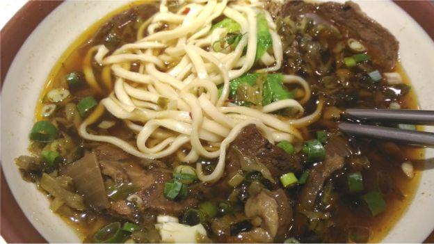 """現在台灣的""""川味""""牛肉麵有了新的風貌和傳統一派分庭抗禮。"""