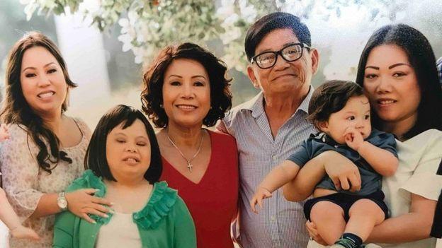 Cả gia đình bà Helen Huỳnh trước khi bà bị chẩn đoán ung thư máu cấp tính