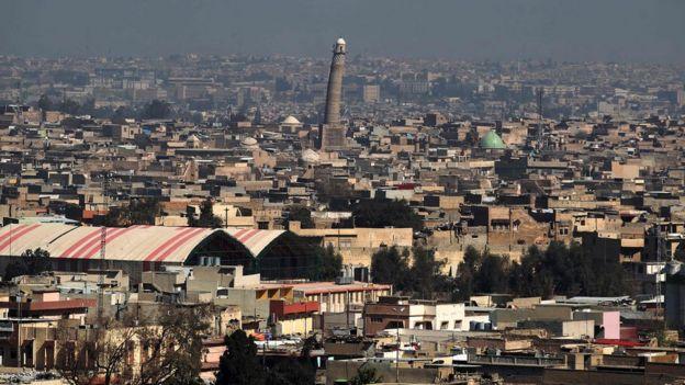 Genel bir bakış, Musul'daki El-Nuri Camii'nin eğimli minaresini (10 Mart 2017)