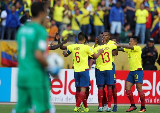 Los jugadores ecuatorianos celebran