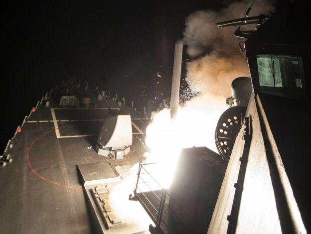 Misiles disparados desde barco estadounidense hacia Siria.
