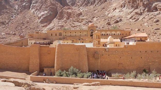 """العثور على """"مخطوطة أثرية لأبقراط"""" في دير سانت كاترين بجنوب سيناء _98177647_abbbbb"""