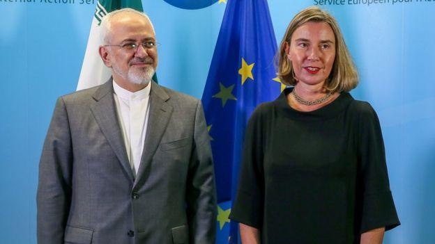 El ministro de Exteriores de Irán, Mohammad Javad Zarif, se reúne con la jefa de Política Exterior de la UE, Federica Mogherini