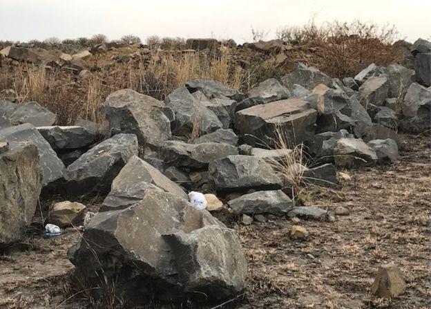 جسد دختر جوانی که گم شده بود در زیر تخته سنگ پیدا شده است