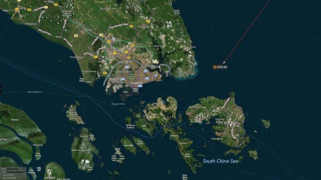地图显示了商船与美军驱逐舰