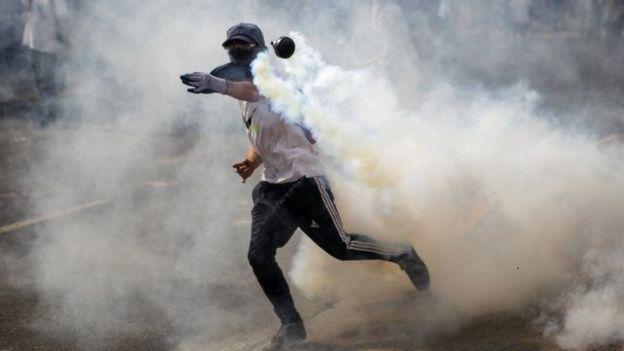 Bote de gas lacrimógeno